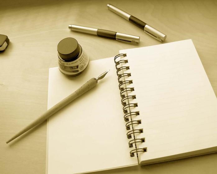 Pena dan kertas kosong